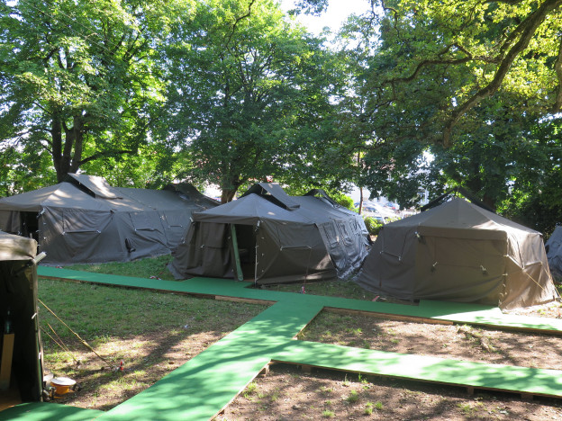 Armeezelte beim Asylzentrum in Aarau