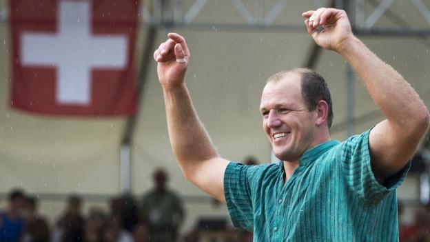 Bruno Gisler gewinnt den Schlussgang, beim Nordwestschweizer Schwingfest in Jonen.