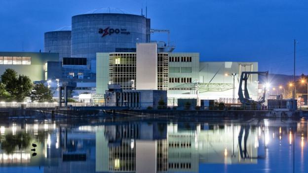Der Reaktor 1 des AKW Beznau muss noch länger überprüft werden. Der Axpo geht damit viel Geld verloren.