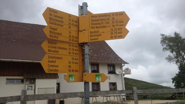 Wanderwegweiser im Solothurner Jura