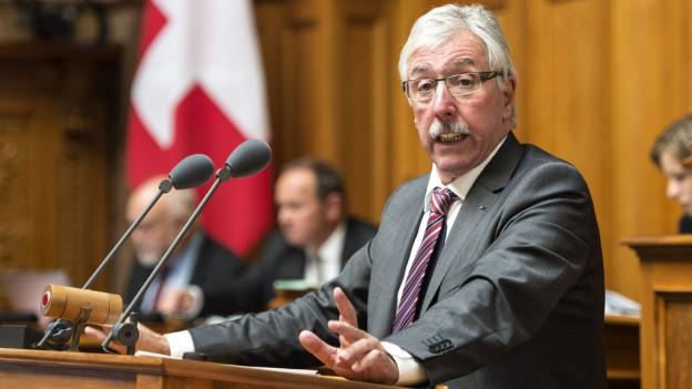 Kommissionssprecher Roland Borer, SVP-SO, spricht an der Herbstsession der Eidgenoessischen Raete, am Montag, 7. September 2015, in Bern.