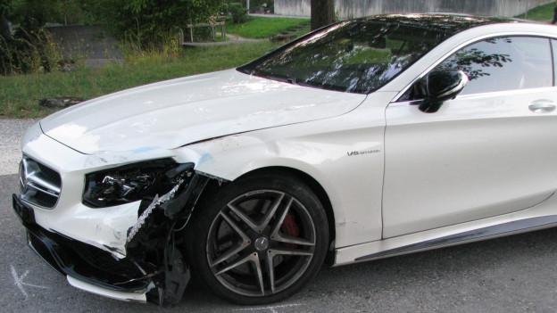 Der weisse Mercedes von Philipp Müller, vorne links ist er beschädigt.