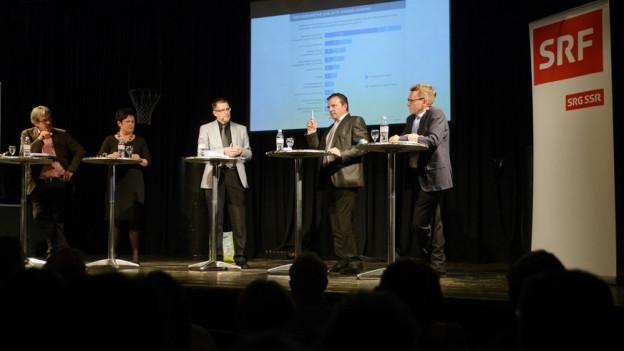Roberto Zanetti (von links), Marianne Meister, Moderator Marco Jaggi, Walter Wobmann und Pirmin Bischof im Gespräch.