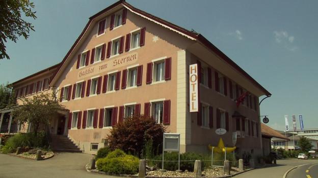 Die Gemeinde Menziken akzeptiert zähneknirschend die Asylunterkunft im ehemaligen Gasthof Sternen.