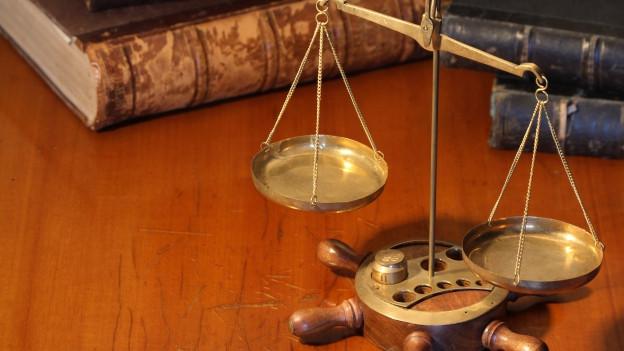 Die Aargauer Regierung will den Rechtsweg für die Bürger verteuern um Kosten zu sparen.