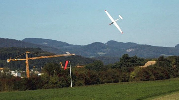 Das verunglückte Segelflugzeug kurz vor dem Aufprall in der Nähe des Oltner Flugfeldes.