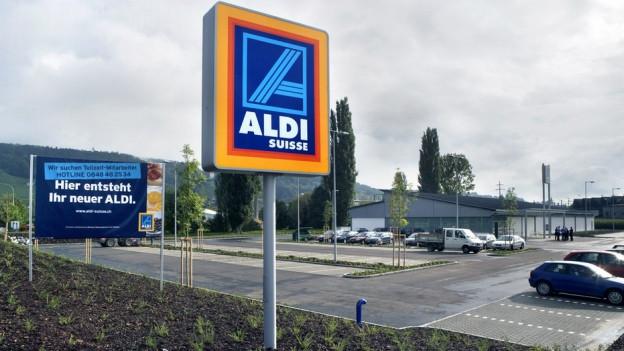 In den letzten 10 Jahren sind in der Schweiz 273 Aldi- und Lidl-Läden mit vielen oberirdischen Parkplätzen entstanden.