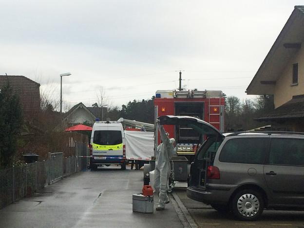 Spurensicherung und Rechtsmediziner untersuchten den Brandort in Rupperswil.