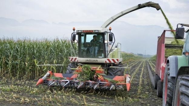 Für die Bewirtschaftung der immer grösseren Bauernbetriebe im Aargau sind auch immer mehr und grössere Maschinen nötig.