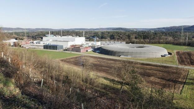 Gebäude des PSI von Hügel aus fotografiert.