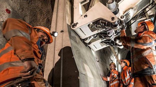 Tunnel-Spezialisten der RhB arbeiten mit der neuen Methode.