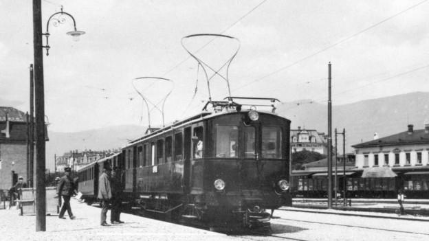 Die Züge der ESB hielten 1916 auf der Südseite des Hauptbahnhofs Solothurn.