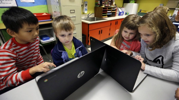 Kinder vor PC