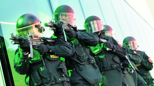 Drei Polizisten der Sondereinheit Argus stehen vor Gericht.