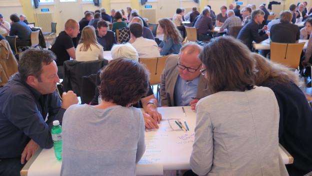 Rund 120 Aarauerinnen und Aarauer brüteten über der möglichen Zukunft des Kasernenareals.