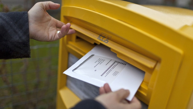 Einige Solothurner Gemeinden bezahlen lieber einen Zuschlag, damit sie die alten Couverts nicht entsorgen müssen.
