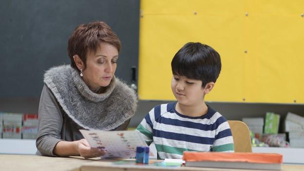 Lehrerin und Kind