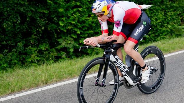Ryf auf dem Rad unterwegs zum Sieg und Landesrekord.