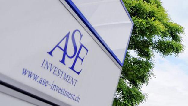 Schild mit dem Logo der ASE.