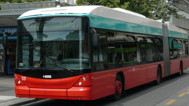 Roter Trolleybus.