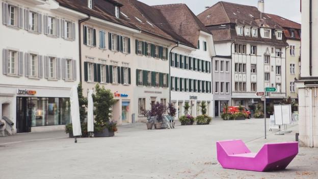 Lila-Möbel in der Innenstadt