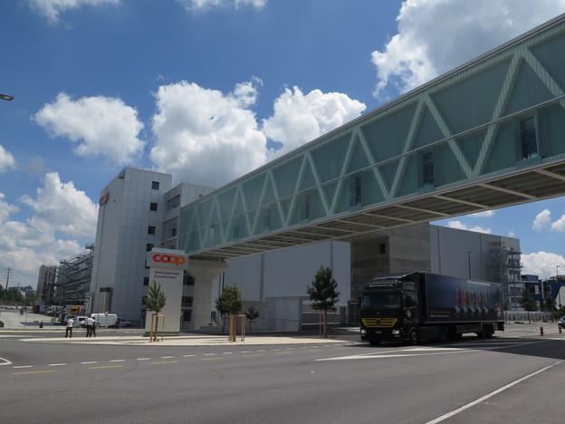 Die neue Coop-Verteilzentrale wurde erst eröffnet. Nun gibt es Ärger bei der Stahlbrücke.