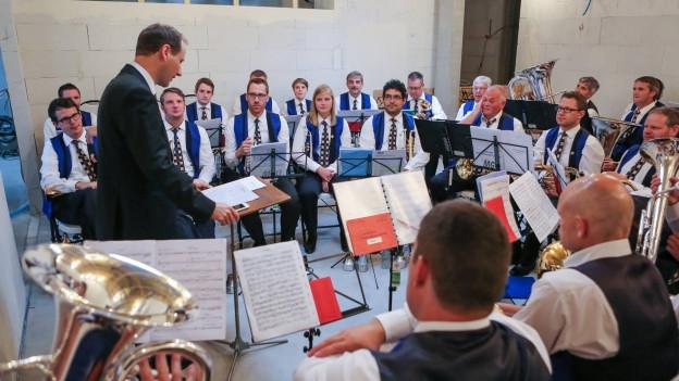 Aus dem Proberäumchen im kleinen Oberrüti reist die Brass Band nach Schanghai für den grossen Auftritt.