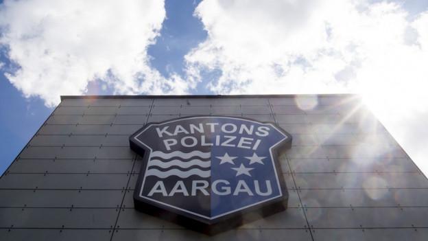 Logo der Kantonspolizei an einem Gebäude