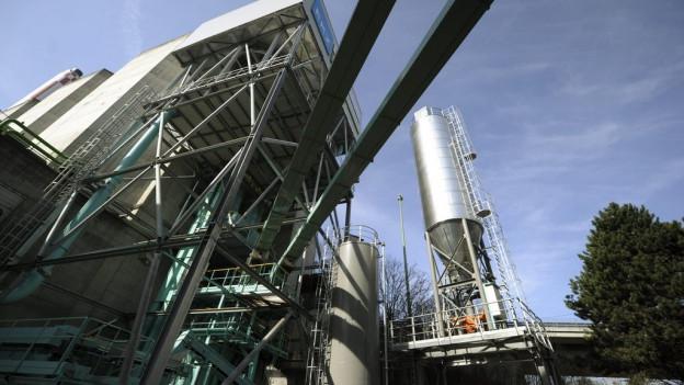 Holzheizkraftwerk in Wallisellen. Das in Eiken würde noch grösser.