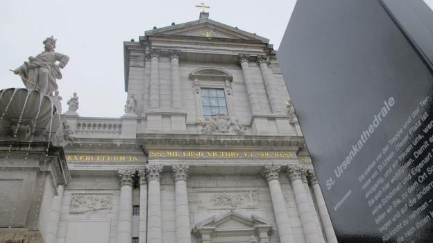 Der Mann, der einen Brandanschlag auf die St. Ursen-Kathedrale in Solothurn verübte, kommt vorerst nicht frei.