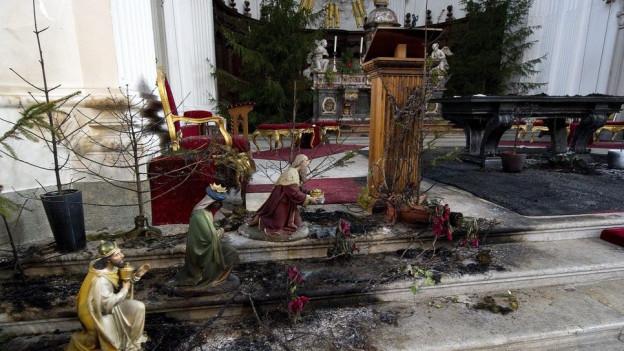 Brandstifter der St. Ursen-Kathedrale hat in seiner Zelle Feuer gelegt.