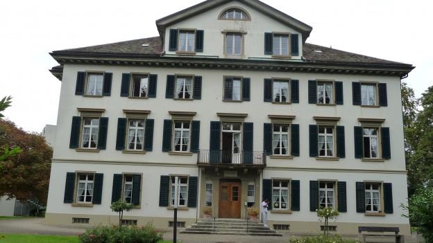 Bildlegende: Die Pflegeheime Herosé (Bild) und Golatti sollen in eine gemeinnützige Aktiengesellschaft umgewandelt werden.