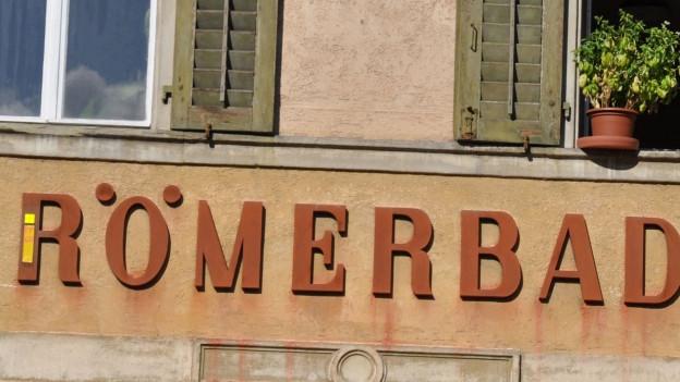 Die Fassade des alten Römerbades in Baden.