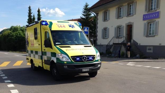 Eine Ambulanz unterwegs im Seetal.