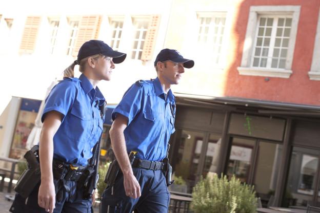 Zwei Beamte auf Fusspatrouille