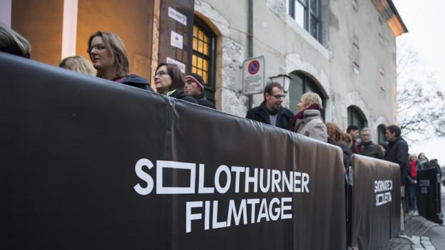 Lange Schlange stehen für Filmtage-Tickets: Das gab es 2017 und wird es wohl auch 2018 und 2019 noch geben (Symbolbild).