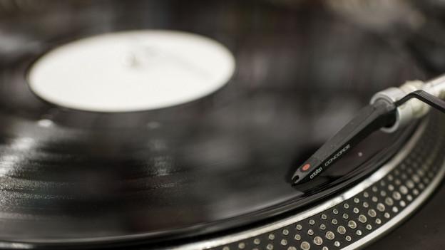 Vinyl und CD werden in Zeiten des Internet-Streamings weniger wichtig. Das spürt ein grosser Plattenladen in Baden.