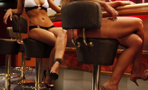 Prostituierte in einem Lokal