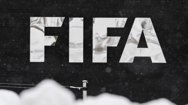 Gemäss den Regeln des internationalen Fussballverbands darf ein Fussballer nur in einer Nationalliga aktiv sein.