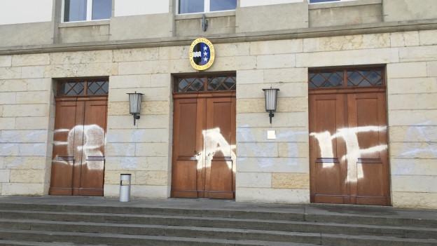 Versprayt: Aargauer Parlamentsgebäude