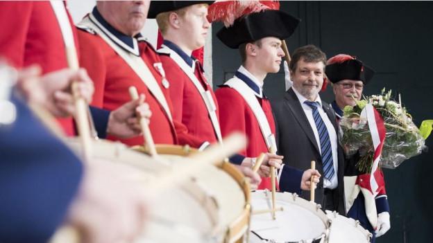 Ein Trommelwirbel für die SP: Tambouren spielen im Solothurner Wahlzentrum auf