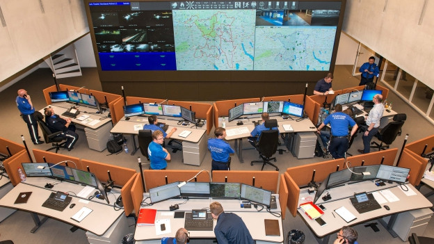 In der neuen kantonalen Notrufzentrale werden alle Aargauer Notrufe entgegengenommen.