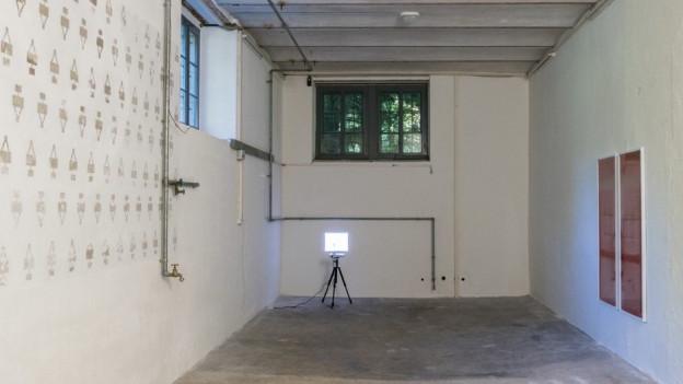 Der Keller der Villa Langmatt. Links das Wandbild mit dem Wasserfleck.