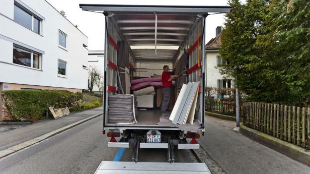 77 Gemeinden im Aargau ermöglichen es Neuzuzüger, sich online anzumelden, zum Beispiel.
