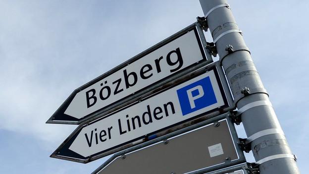 Wegweiser nach Bözberg.