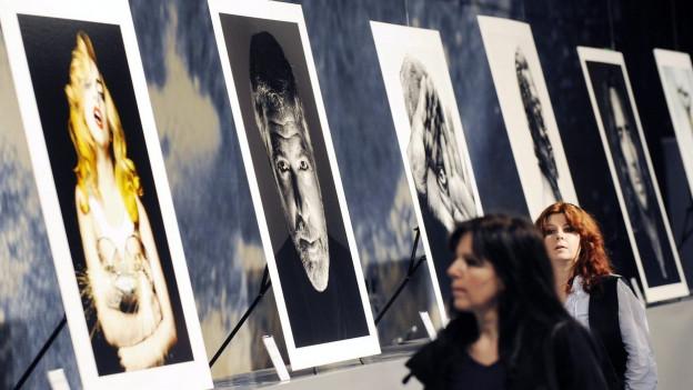 Marco Grob hat die ganz Grossen fotografiert. Hier Bilder an der Photo 10 in Zürich im 2011.