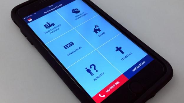Handy mit laufender App.