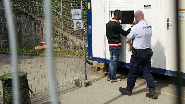 Der Aargau gibt pro Jahr künftig nur noch halb so viel Geld aus für die Sicherheit in und um Asylunterkünfte.