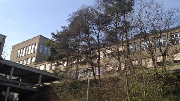 Soll umgebaut und zum Oberstufenzentrum erweitert werden: Das heutige Bez-Schulhaus Burghalde.