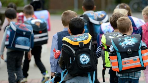 Was Kinder freut, nervt häufig die Eltern: Wenn die Schule ausfällt, weil Lehrer eine Weiterbildung besuchen.